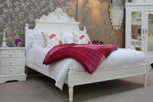 Белый спальный гарнитур 39 фото цвета в интерьере глянцевые и классические модели