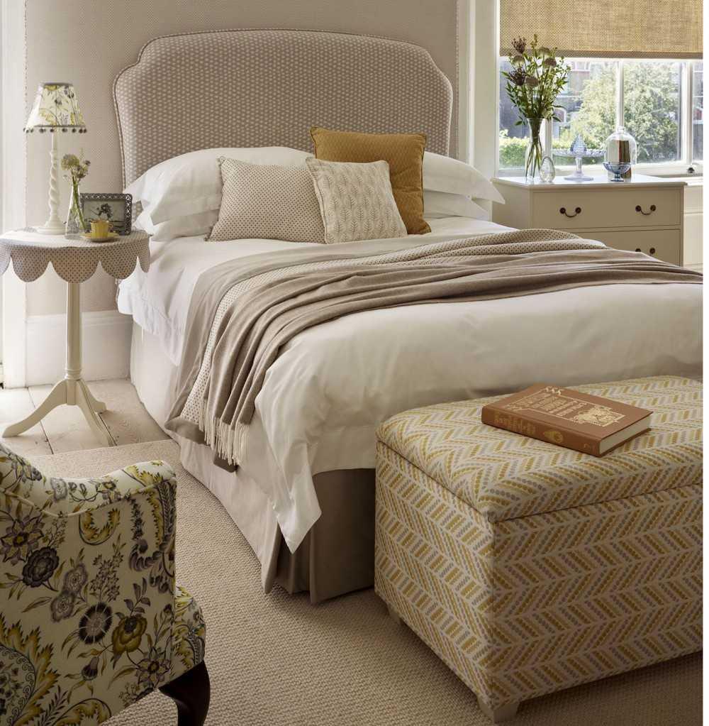 Пуфик в спальню - стилистические направления моделей, функциональность и плюсы банкетки (116 фото)
