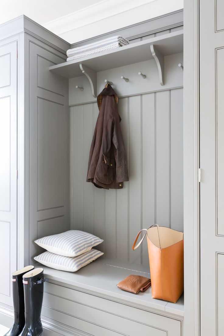 лотки открытый шкаф в коридоре фото эмиссия или внешний