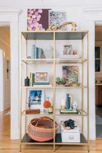 Стеллажи для комнат различной функциональности: 220 Фото Удобных зонирований для детской, гостиной