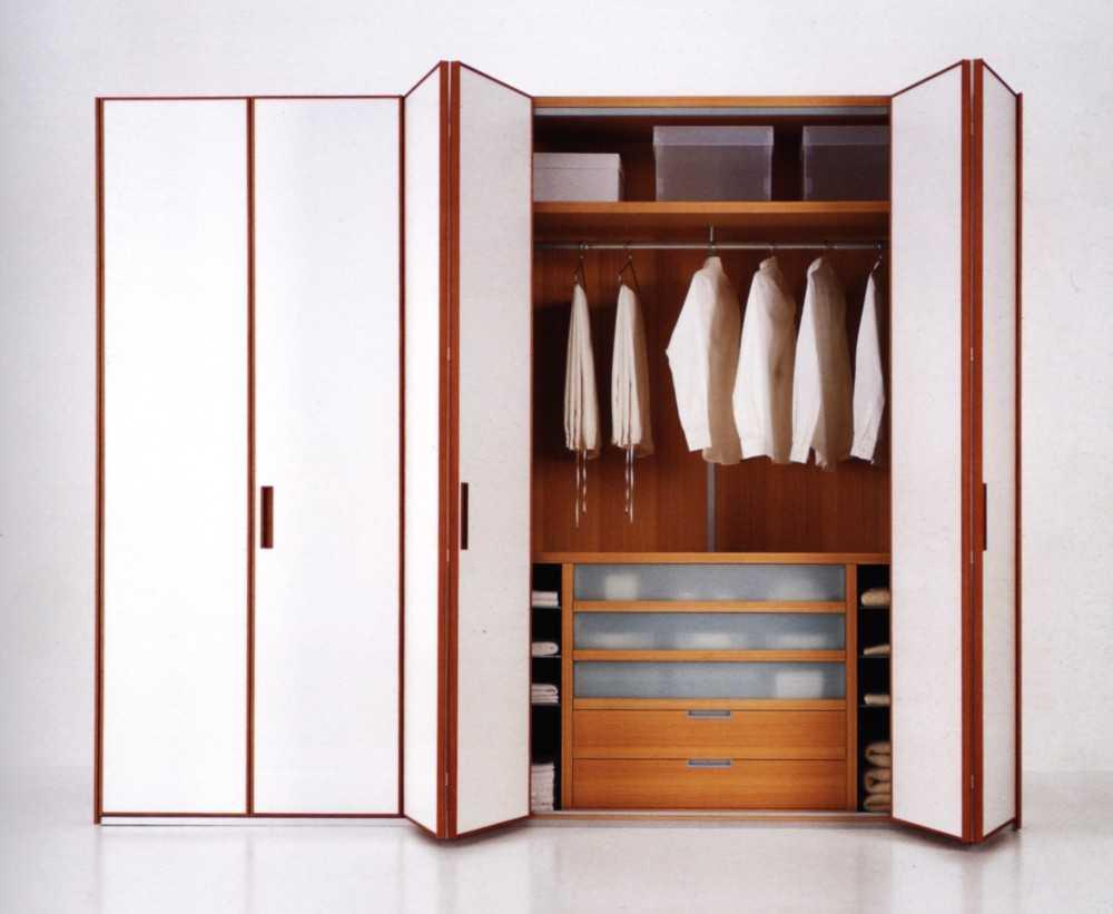 Шкаф в спальню: 128 фото современных видов и новинок сезона.