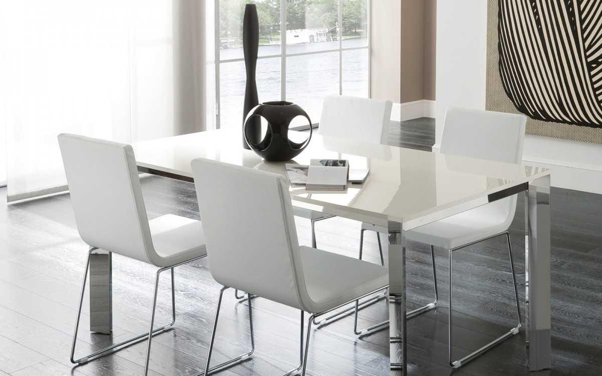 Стол белого цвета