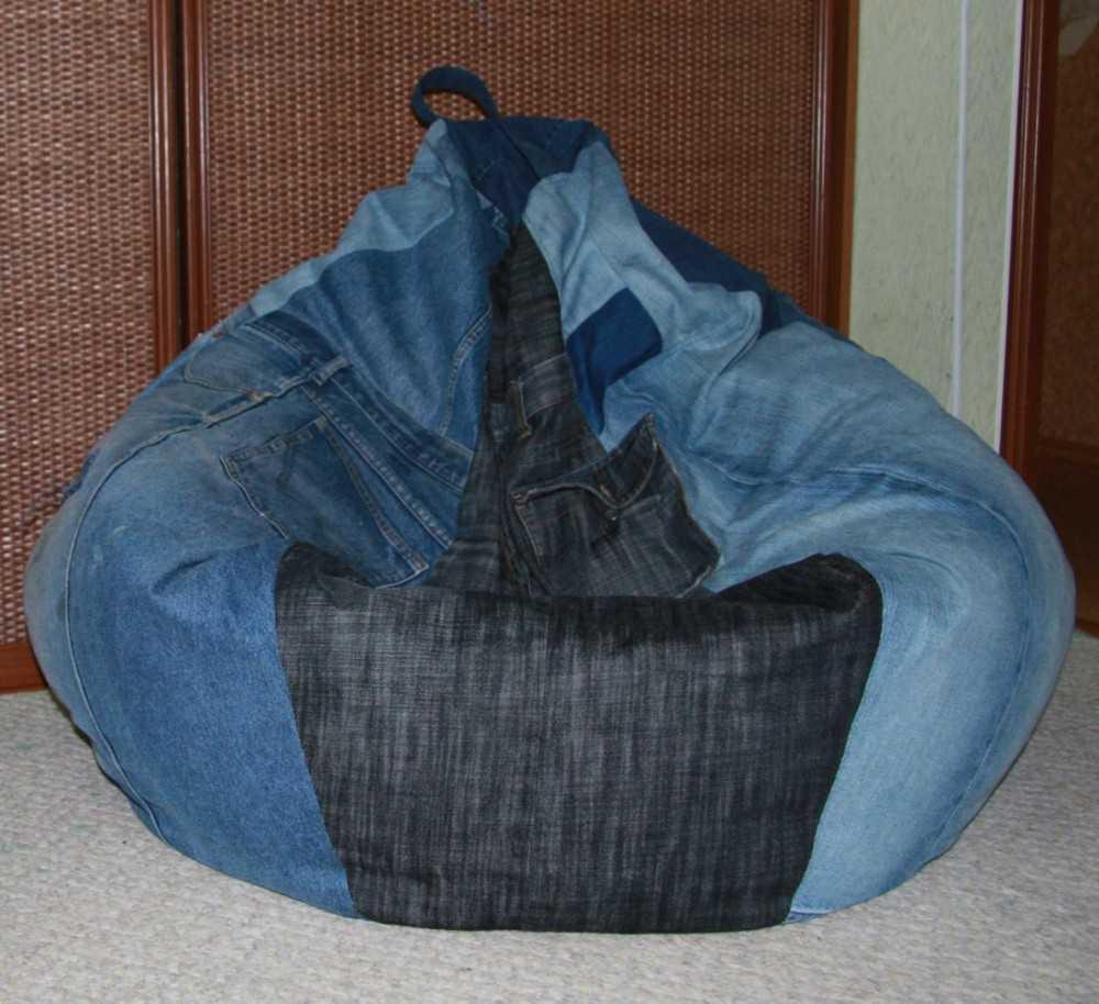 Кресло груша из старых джинсов своими руками