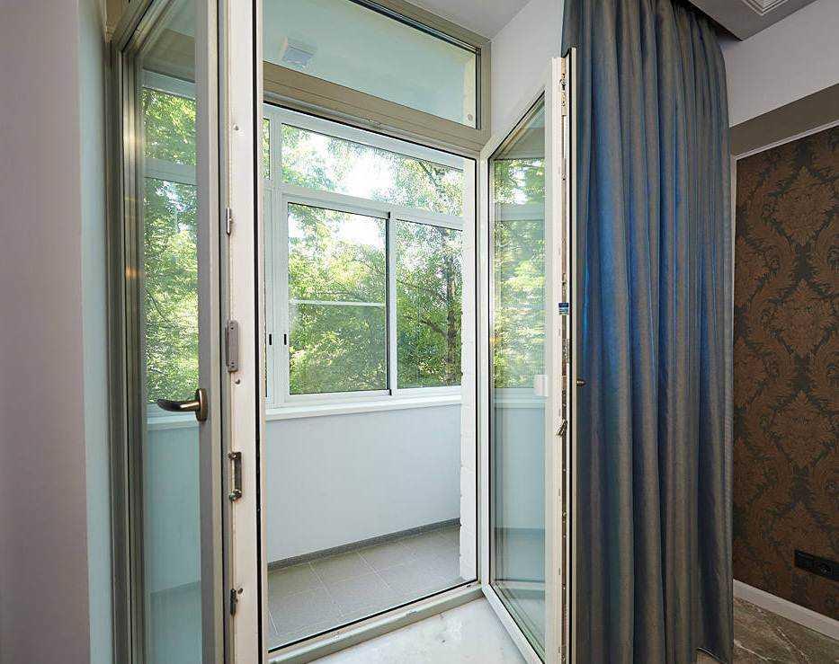 Пластиковые двери на балкон отлок.