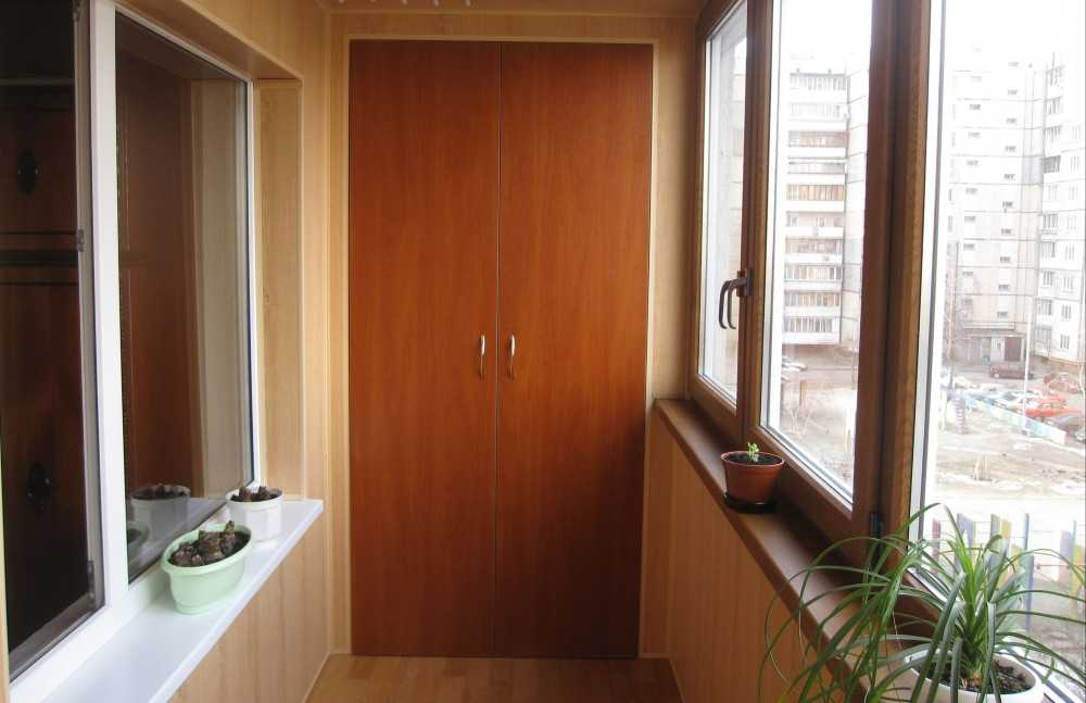 Шкаф на балкон - лучшие идеи под заказ и своими руками (96 ф.