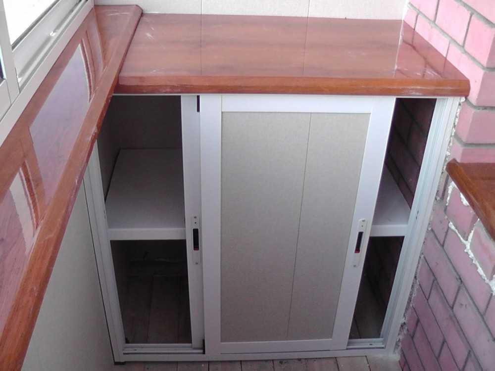 Шкаф из профиля на балконе своими руками 67