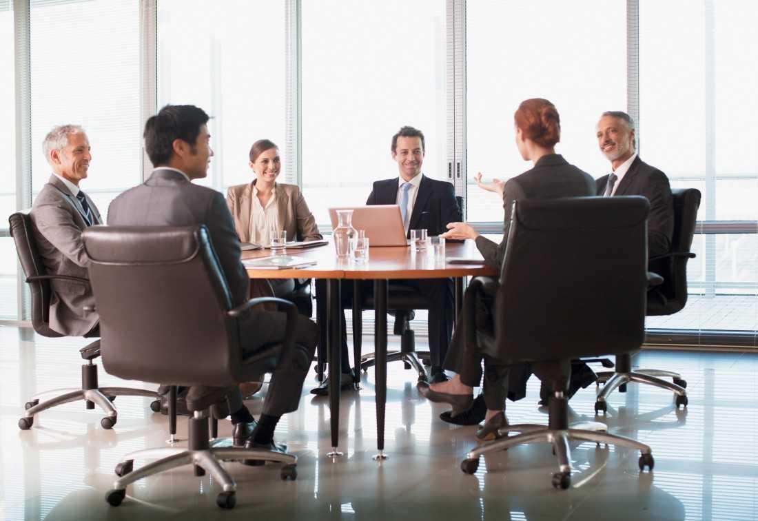 Стол для переговоров: размеры, качество, дизайн, нюансы выбора (100 фото-новинок)