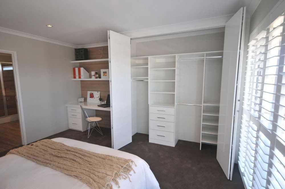 встроенный шкаф в спальне стильная экономия пространства 102 фото
