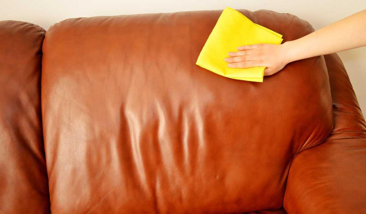 Чем можно отмыть пятна на кожаном диване фото