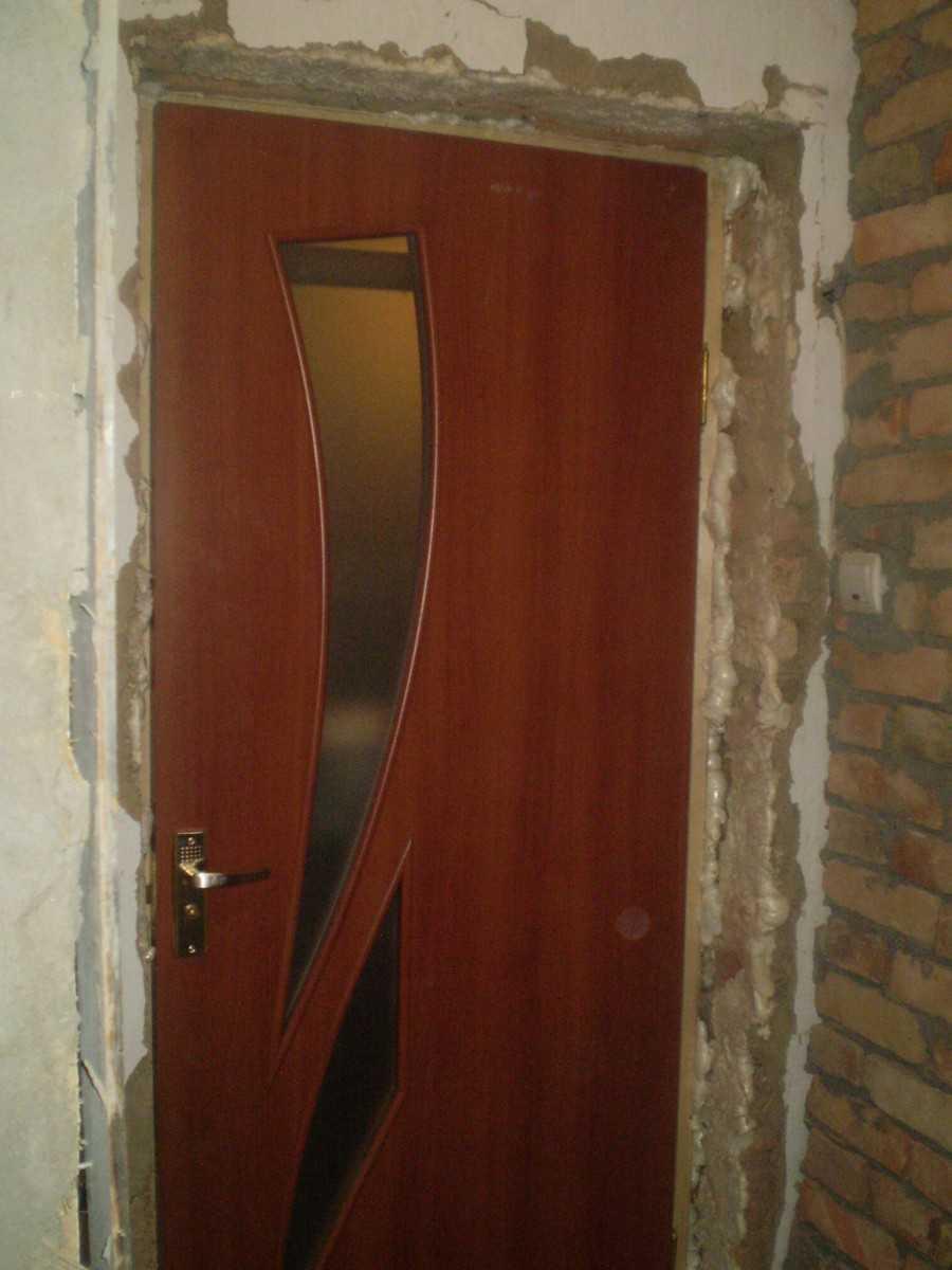 Установка дверей с добором в ванную и туалет