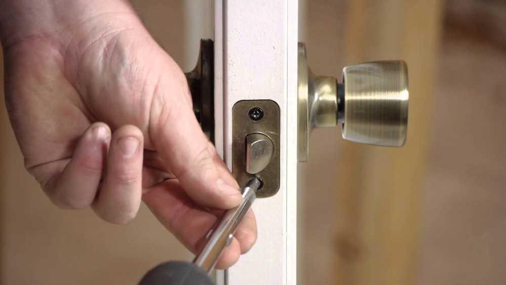 Установка ручки дверной